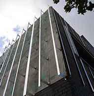 Système d'ossature primaire pour façades ITE avec bardage rapporté